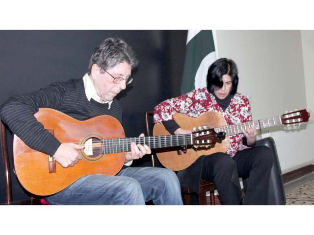 Argentine-French musical duo performing a musical show/workshop. PHOTO: ONLINE