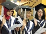 Students take the Hippocratic Oath at the graduation ceremony at Liaquat University of Medical and Health Sciences on Saturday. PHOTO: ONLINE