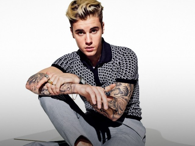 Justin Bieber asks for prayers, says he's been 'struggling a lot'