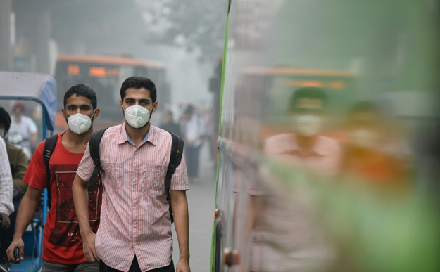 Delhi's smog peaks from October to February, routinely exceeding WHO recommendations for PM2.5 -- tiny and harmful airborne particles -- and some days registers levels more than 20 times safe limits. PHOTO: AFP