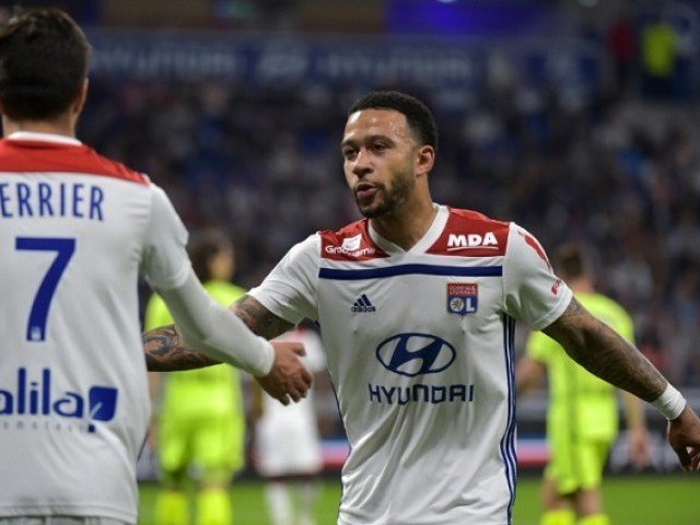 Depay helps Lyon end winless streak