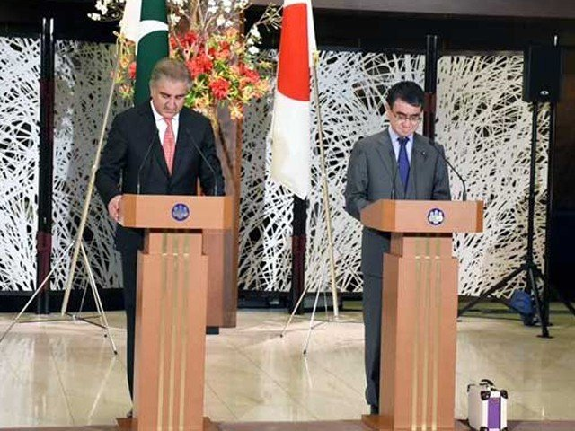 FM Qureshi, his Japanese counterpart Taro Kono address a joint press conference in Tokyo: PHOTO: RADIO PAKISTAN