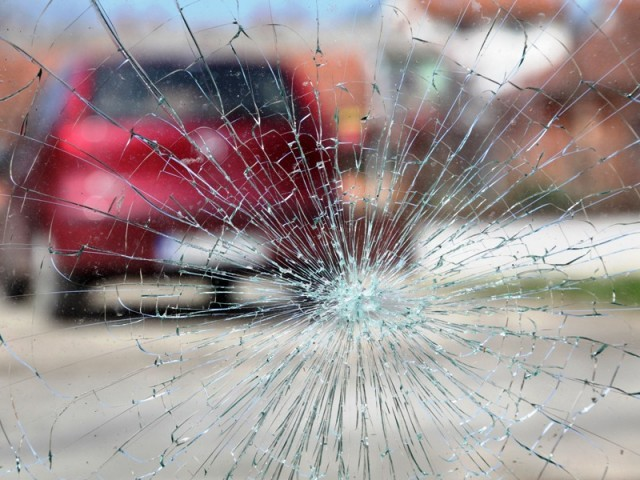 724469-roadaccidentcrashwindowglass-1403239277-388-640x480-2-2