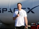 elon-musk-at-spacex-hyperloop-pod-ii-competition-in-hawthorne-california-2-2