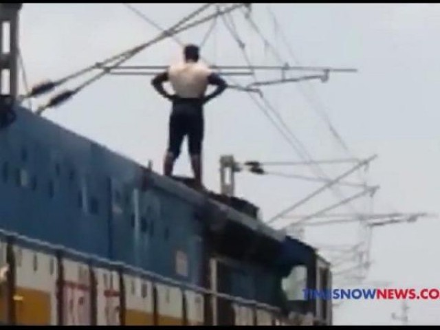 Man seen standing on the train seconds before he electrocutes himself