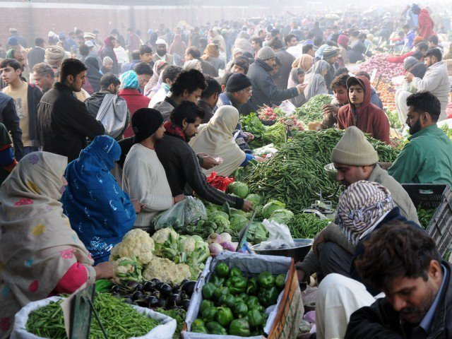 Govt bans use of plastic bags in Ramazan bazaars | The Express Tribune