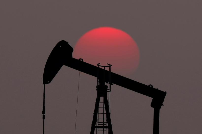Oil falls near 2pc as US-China trade war intensifies