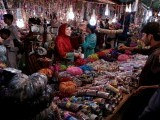 a-woman-buy-bangles-and-jewellery-at-a-stall-ahead-of-eid-al-fitr-in-islamabad-2