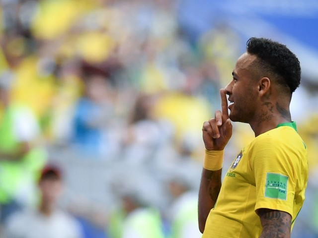 Neymar limps out of Brazil training session