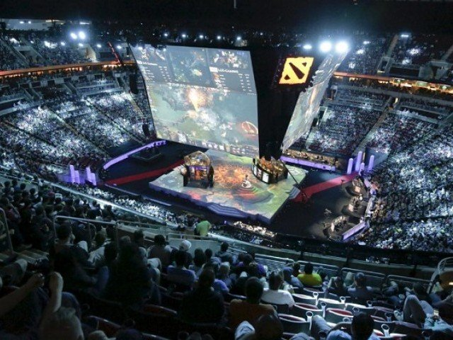 Fans watch a multi-player video game competition during The International Dota 2 Championships at Key Arena in Seattle, Washington, US August 8, 2015. PHOTO: REUTERS