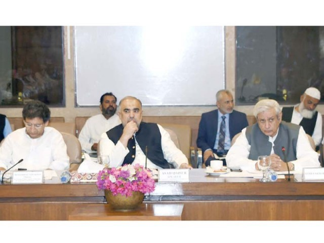 Adviser to Prime Minister on Commerce Abdul Razak Dawood told the special committee that an artificial increase in sugar prices had been made, adding that cotton growers had switched to sugarcane crop for achieving better returns. PHOTO: APP