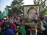 pml-n-supporters-stand-outside-the-court-in-islamabad-on-december-24-2018-photo-nawaz-nab-sharif-2