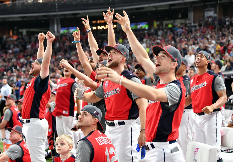 he National League players react in the 2019 MLB Home Run Derby at Progressive Field:REUTERS