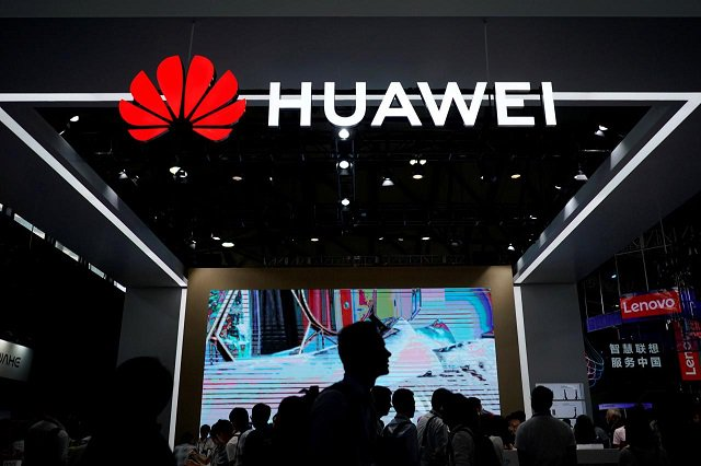 Huawei tests smartphone with own operating system, possibly for sale