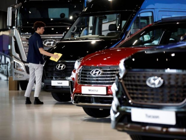 A staffer polishes Hyundai vehicles at a showroom in Goyang, South Korea, last month. PHOTO: REUTERS