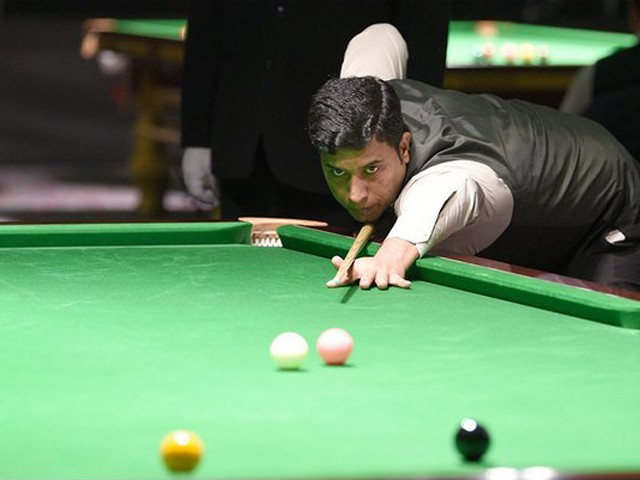 Pakistani cueist beats Philippines' Jefrey Roda 8-5 in final of IBSF World Snooker Championship. PHOTO: IBSF/TWITTER