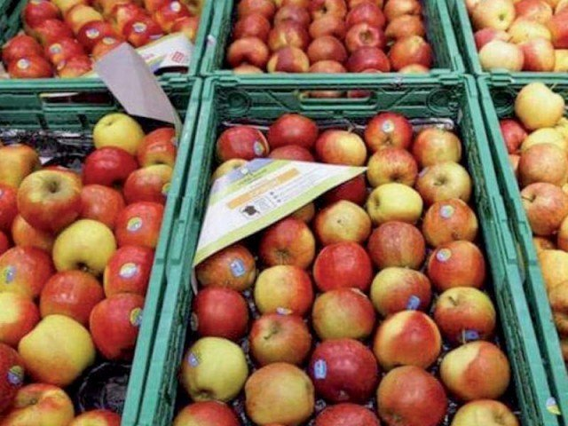 The official said apples are exported from Iran to Afghanistan and then sent to Pakistan from Afghanistan. PHOTO: REUTERS