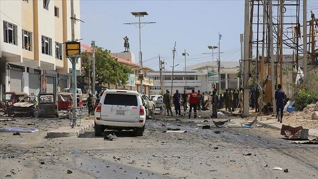 somalia bomb blast kills 10 wounds over 13 civilians